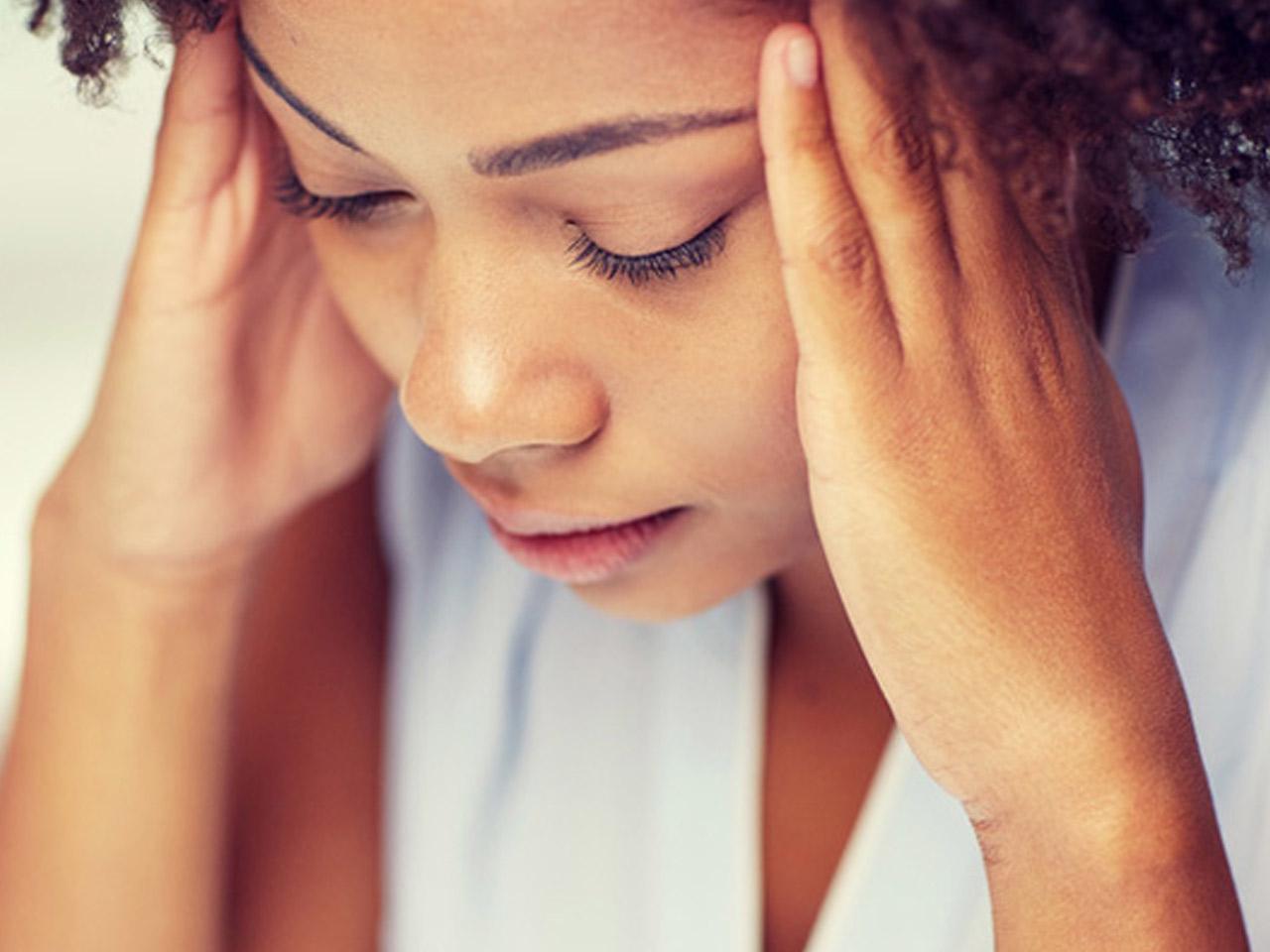 Migräne mit Aura – eine der Krankheiten, unter der Frauen häufiger leiden.