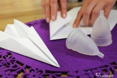Für Menstruationstassen gibt es verschiedene Falttechniken