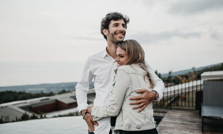 Eine höhere Zufriedenheit in der Partnerschaft kann nach Absetzen der Pille auftreten.
