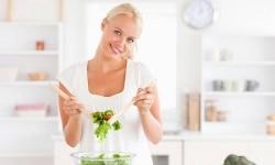 Ein Tipp zum Schwanger werden: Ernährung mit gesunden Lebensmitteln verbessern.